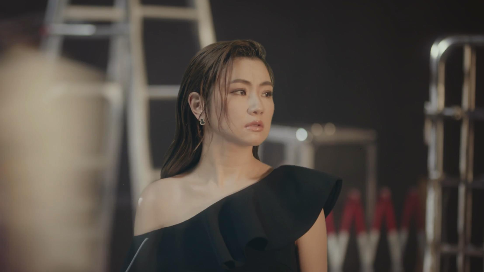 HR赫蓮娜 Selina篇 黑繃帶面霜產品視頻 LIVE TO THE MOST
