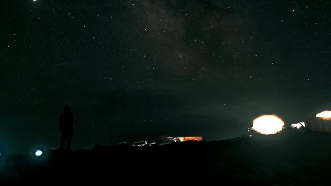 青海旅行正式解锁花土沟 探访艾肯泉及芒崖翡翠湖