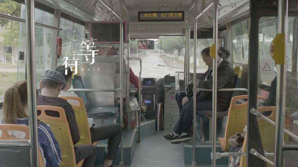 《等待》  停的不仅是公交车,还有人与人之间的尊重和体谅。