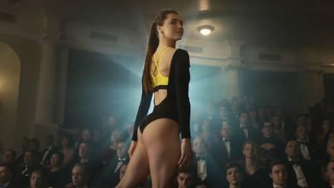耐克产品宣传片《女孩是什么做成的》