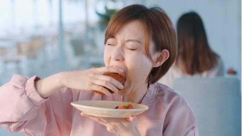 男朋友和好吃的只能选一个怎么办?这支视频给你答案!