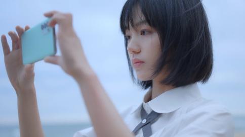 OPPO Reno5系列新色「恋恋青风」