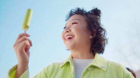 辣目洋子&伊利冰淇淋:不做网红做个网绿
