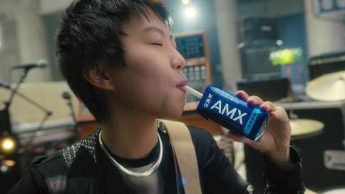 窦靖童 伊利安慕希 AMX品牌代言人