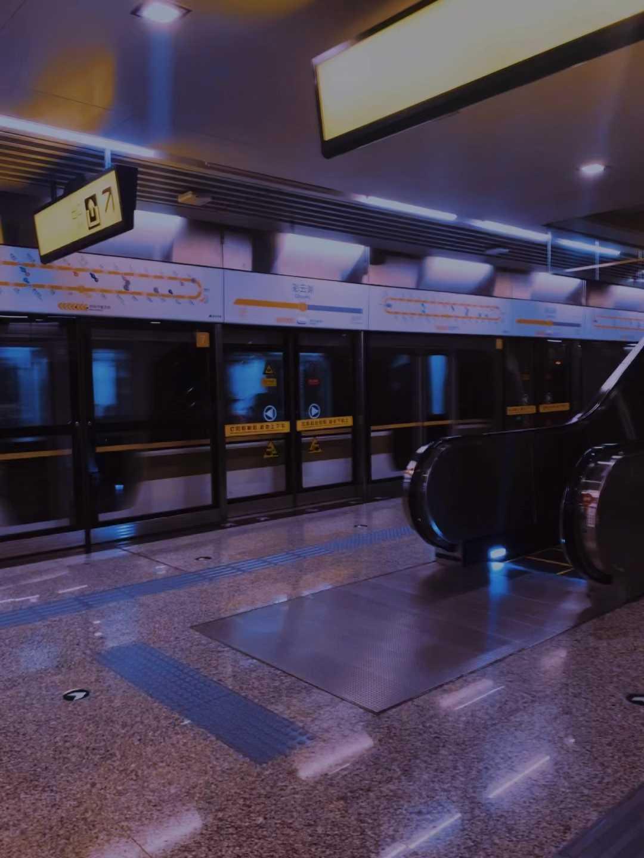 赛博朋克风 -重庆地铁站